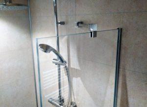 Timeless Glass Shower met stabilisatiestang